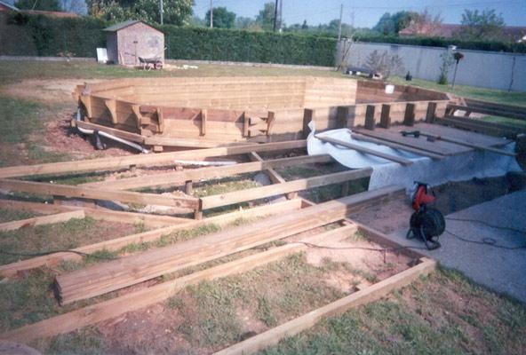 piscine bois bordeaux de type maeva 700 en 7x4 fabrication et construction de la piscine dune terrasse en structure sur plots charpents avec une - Conception D Une Piscine